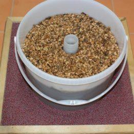 Kulaté krmítko 8l - Jakubovské včelařské krmítko