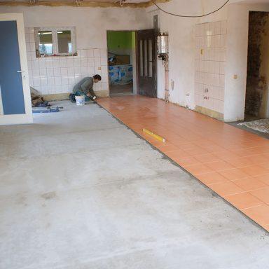 Pokládka podlahy - Jakubovské včelařské krmítko