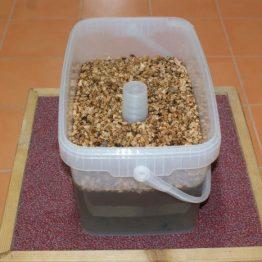 Futterhäuschen / Futtereimer 11 Liter (8 kg Zucker)