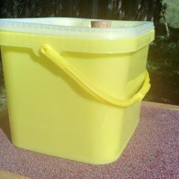 Futterhäuschen / Futtereimer 8 Liter (5 kg Zucker)
